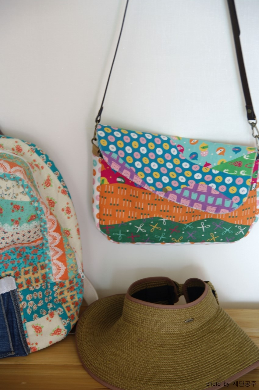 Cross Body Shoulder Bag Sewing Photo Tutorial. Step by Step DIY