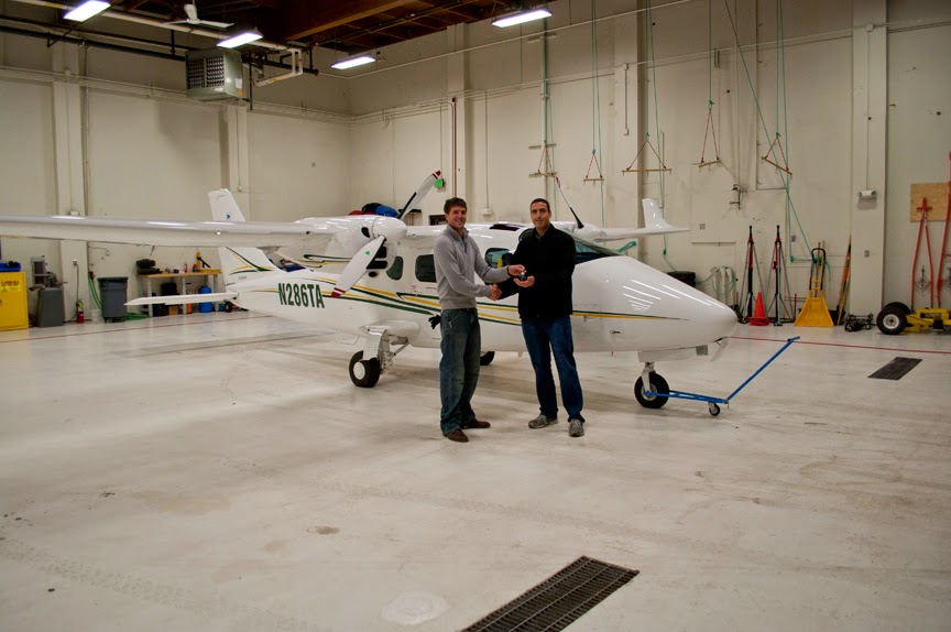 After a week-long road trip together, Graham Frye hands off the keys to the TECNAM P2006T to Ash Burrill in the UAA hangar. (Photo by Andrew Gichard, Aviation Technology Division/UAA Community & Technical College)