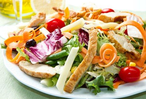 Салат з куркою та шпинатом