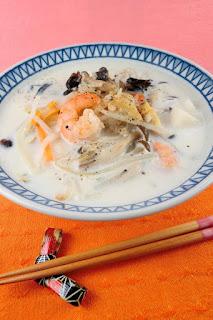 味の決め手はちゃんぽんの白いスープ!冷凍うどんで作るちゃんぽん