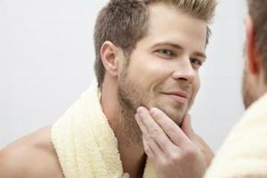 3 Cara Mengatasi Kulit Berminyak pada Pria