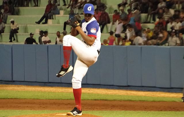 Alain Tamayo es uno de los pocos lanzadores cubanos que sobrepasaba las 90 millas con horas diariamente