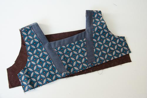 début blouse encolure carrée