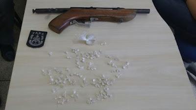 Policia Militar apreende drogas e arma em São Miguel do Guamá