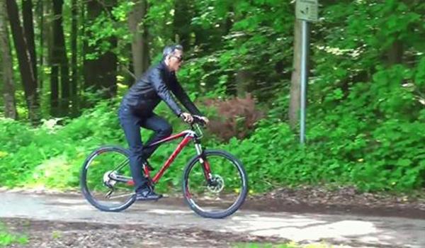 Тайский король на горном велосипеде