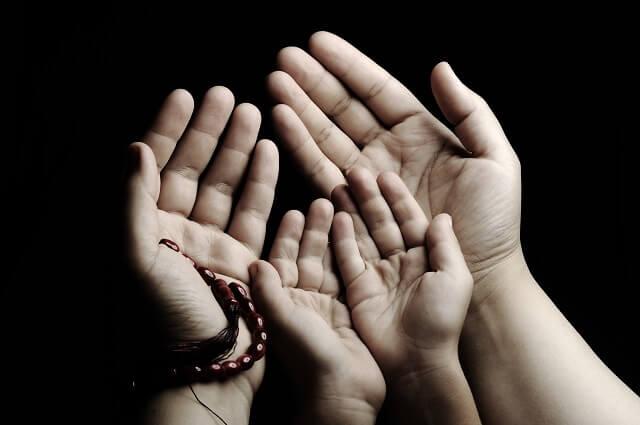 Birlik-ve-beraberlik-içinde-dua-zamanı