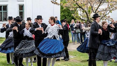Locsolkodás és tavaszváró mulatság lesz húsvétkor a Szentendrei Skanzenben