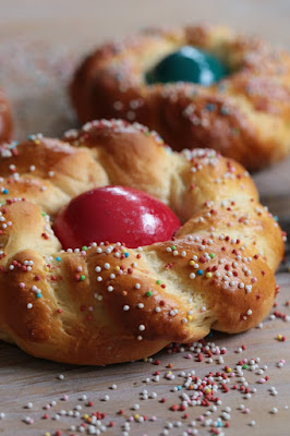 pâte à brioche , tresse , autriche , oeuf dur coloré , traditions de Pâques