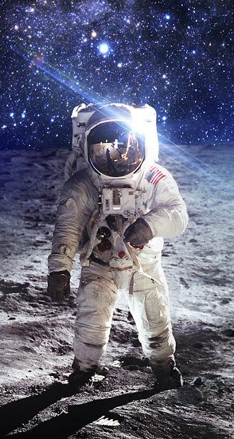 Astronauta 744x1392