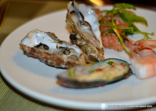 oysters at Ginger in Park Rotana