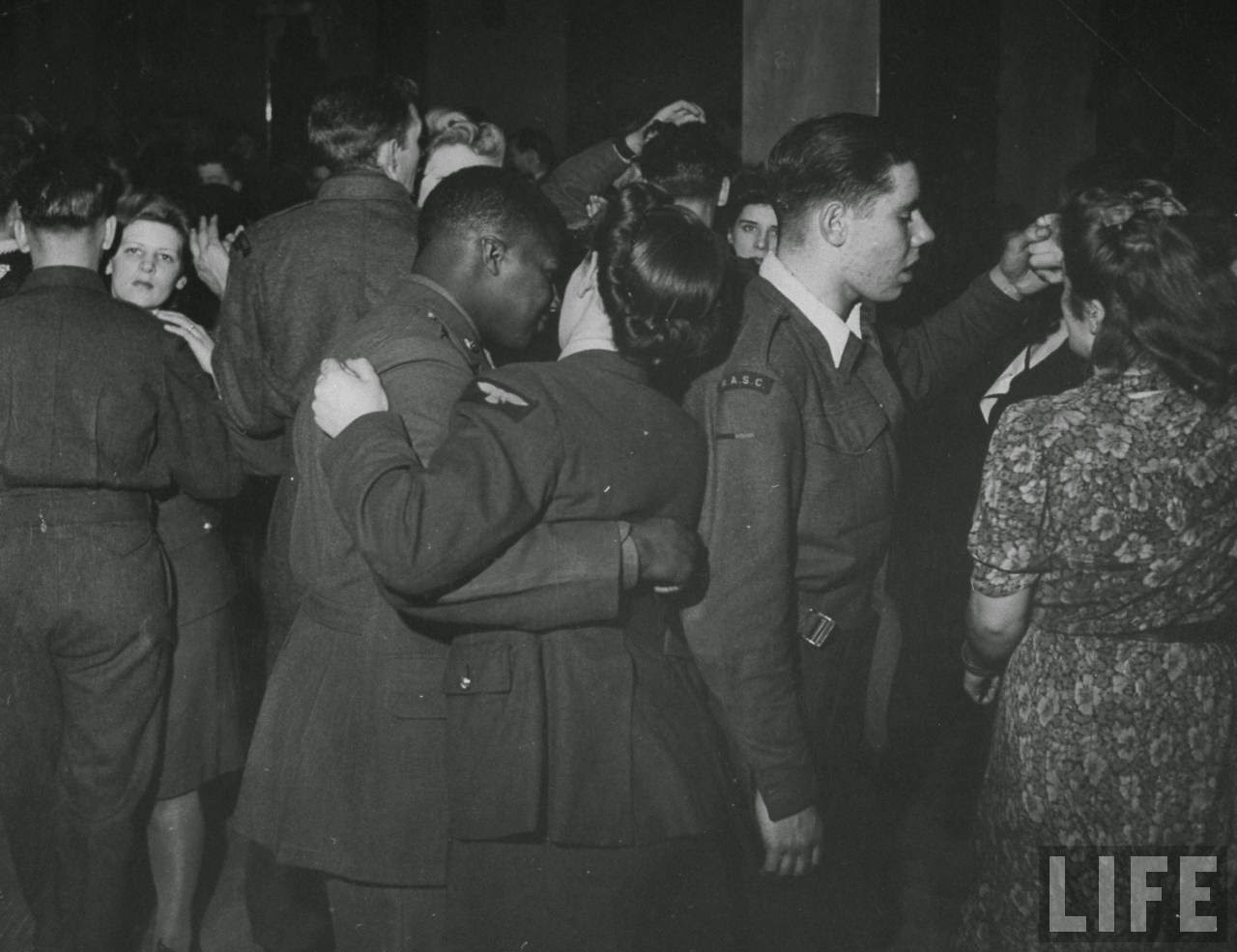 Pictures Of London Wartime Nightlife Under Blackout -3145