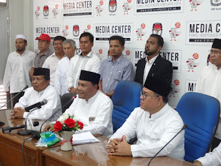 Abdullah Puteh Daftar Cagub Aceh dari Jalur Independen, Bawa 188 Ribu KTP