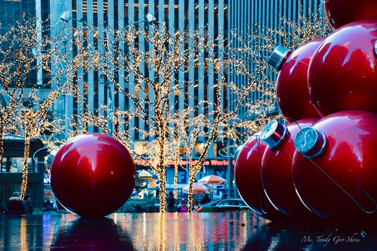 One of 10 Must- See Holiday Sights in Midtown, New York City | Ms. Toody Goo Shoes