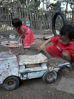 hisyam bawa tanah dengan mobil
