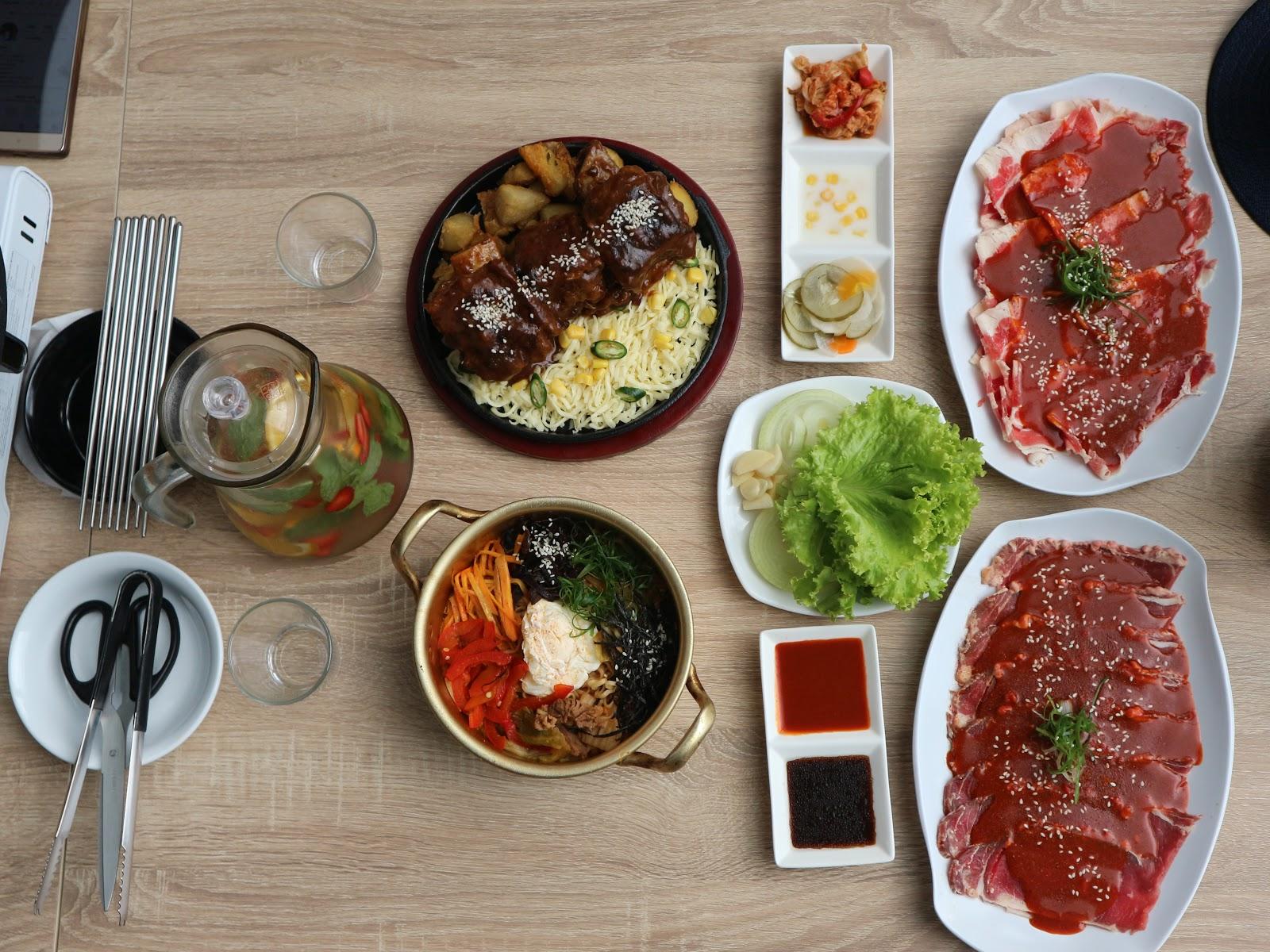 Buldaq The Best Korean Food In Purwokerto City Saos Korea Menu Kedua Yang Saya Makan Di Bbq Puwokerto Nah Caramakannya Kalian Harus Tau Grill Dulu Dagingnya Kemudian Cocolkan Ke Dalam Saus