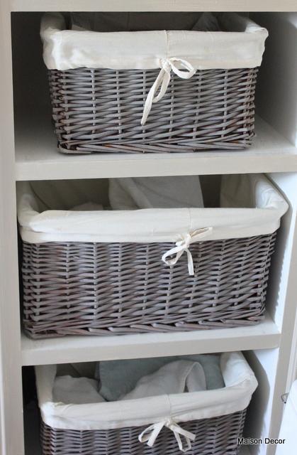 Maison Decor: Bathroom Latest: baskets, vanity and fabrics