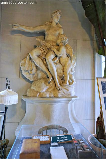 Escultura de Afrodita del Invernadero de la Biblioteca de la Mansión The Elms en Newport