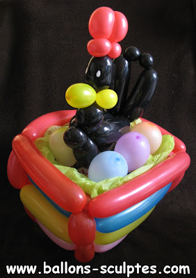 poule dans son nid en ballons