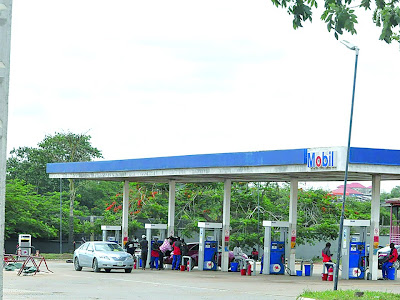 Fuel subsidy: Labour, energy experts differ as fuel queues return
