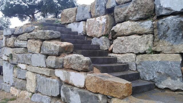 Muros de rocalla roexca s l muros de rocalla muros de - Muro de piedra natural ...