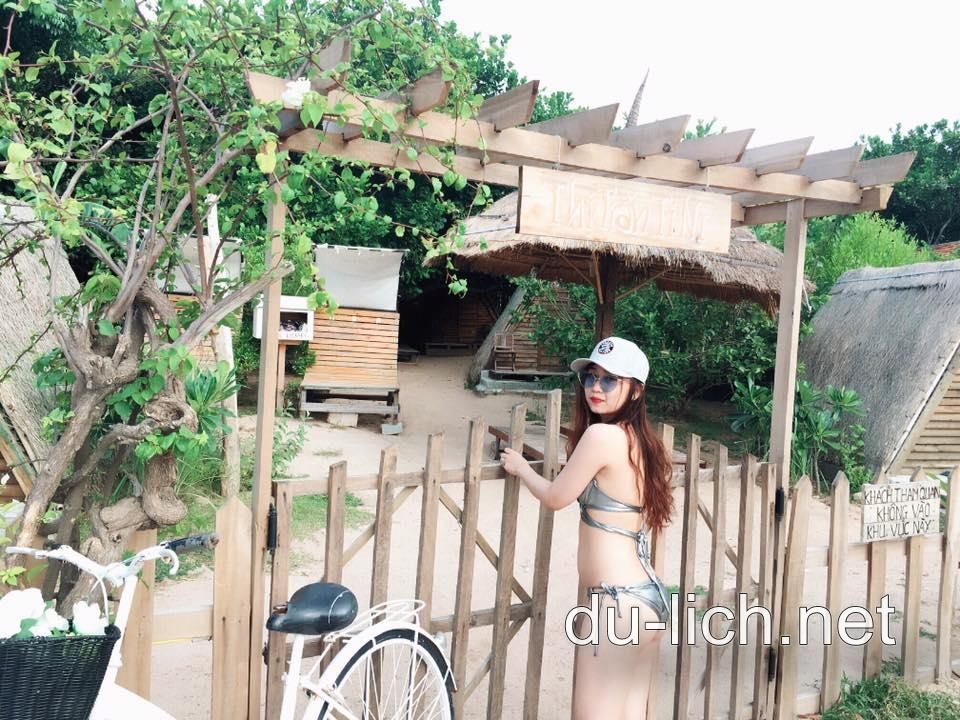 Hình ảnh các ngôi nhà gỗ ở khu du lịch Sao Biển tại đảo Bình Lập