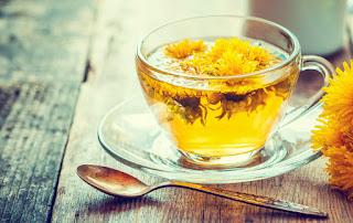 El DIENTE DE LEÓN tiene diversas propiedades medicinales, uno puede servirse de sus hojas y de sus raíces para ensaladas o en zumos, con un alto efecto diurético 🌱
