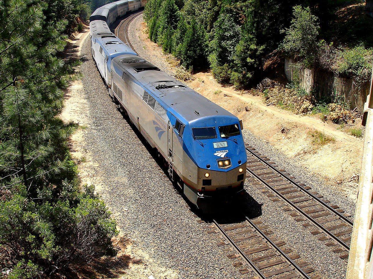 inside an amtrak ge p42dc locomotive [ 1280 x 960 Pixel ]