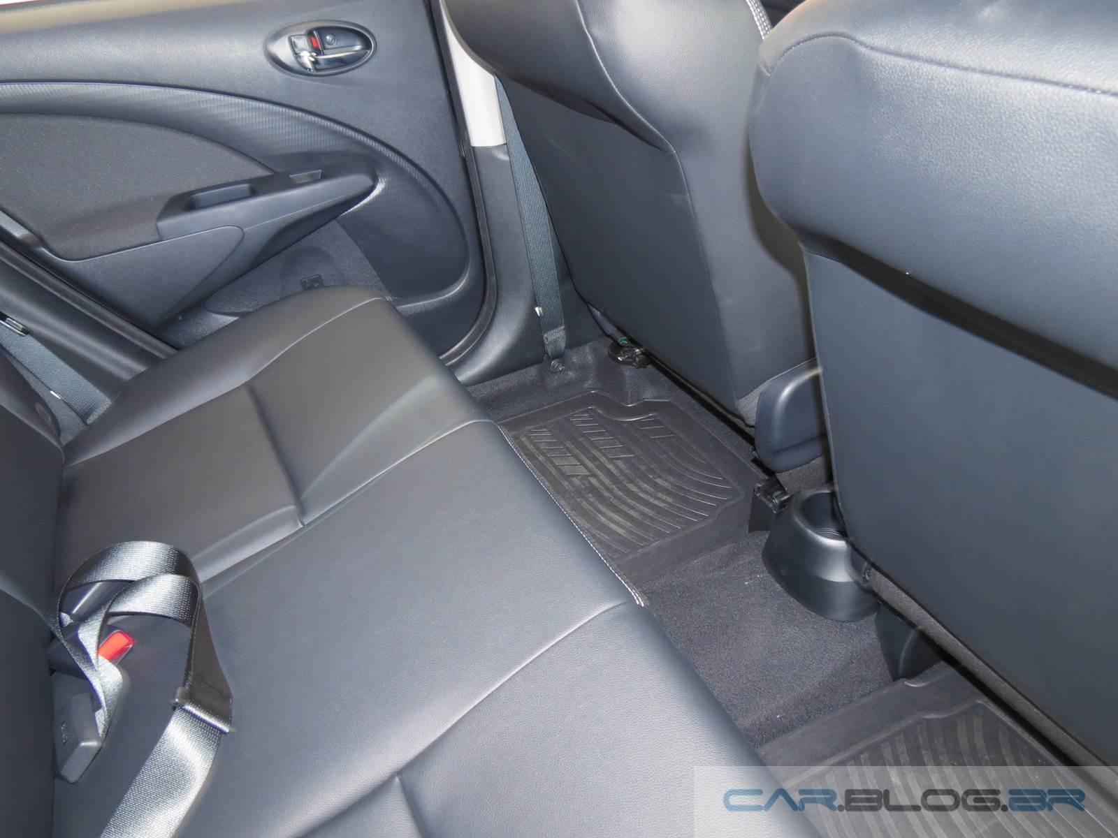 Toyota Etios Automático - espaço traseiro