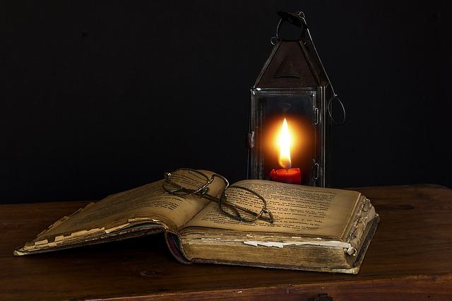 Dia Mundial do Livro – Leitura à luz de vela.