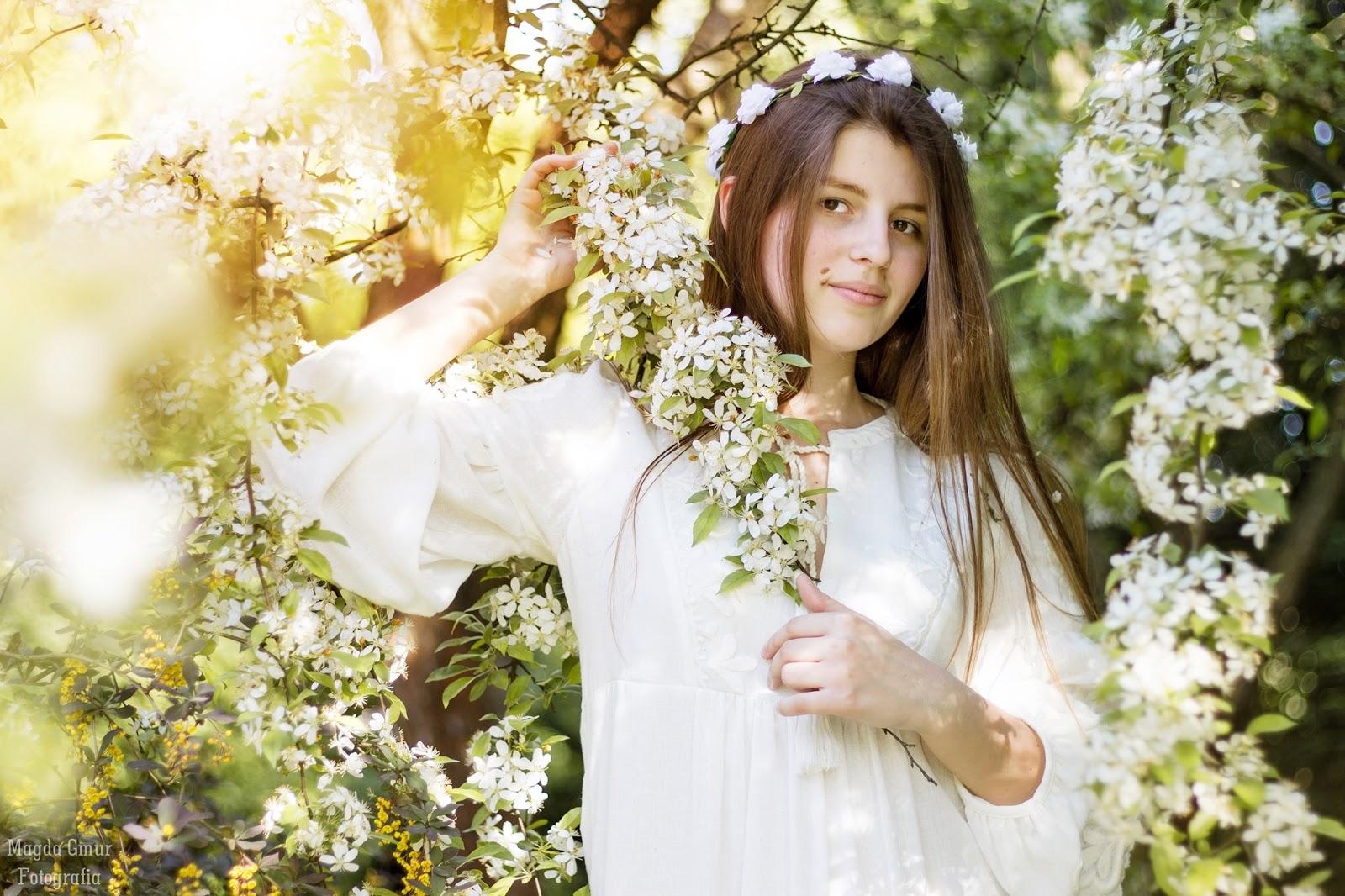 Sesja Ogrod Botaniczny Lublin, sesja w sadzie, sesja w kwiatach, biale kwiaty