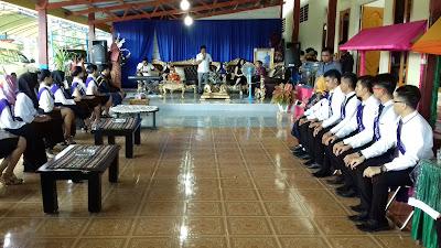 Bupati Landjar, saat beri apresiasi kepada 24 peserta Uyo-Anu.