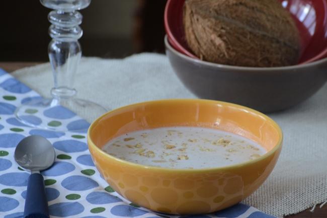 Sopa fría de coco y cacahuetes