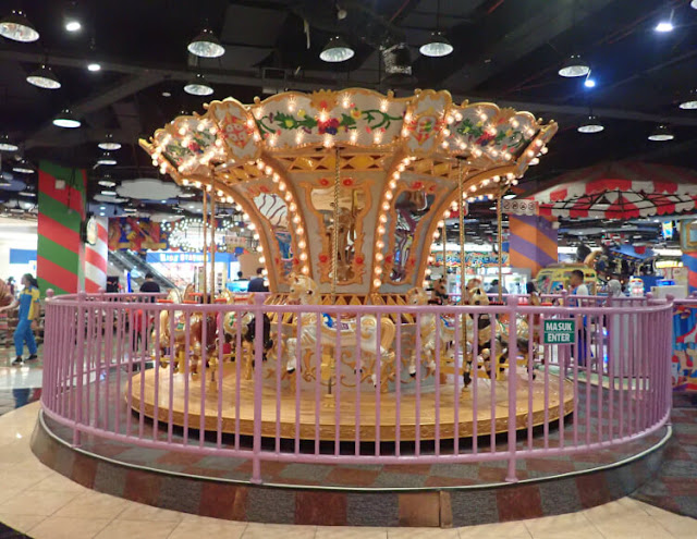 carousell fun world, komidi putar