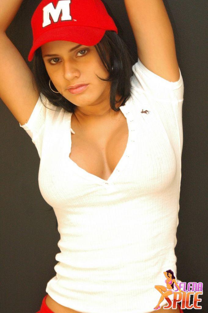 Camiseta blanca y tanga negra - 2 part 5
