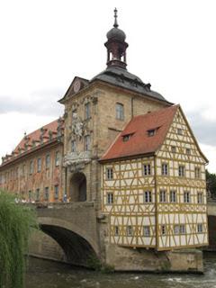 Altes Rathaus mit Brückenturm