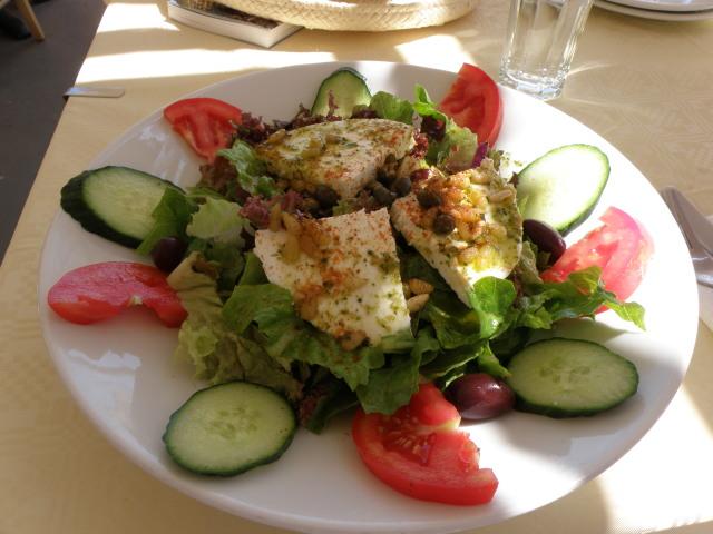 Choriatiki Salata, Santorin