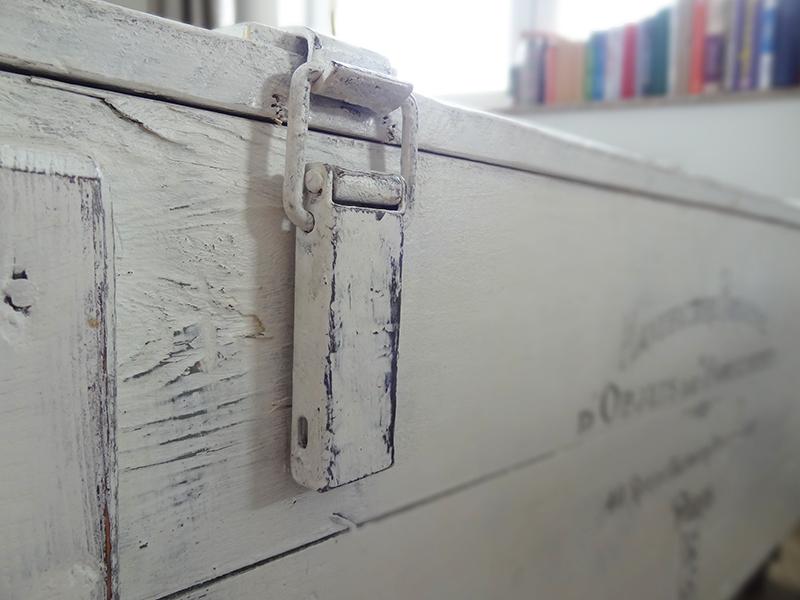 DIY, skrzynia, stolik kawowy, shabby chic, Annie Sloan, wosk pszczeli, farba kredowa, przecierki, rustykalny, transfer, boho, przedpokój,