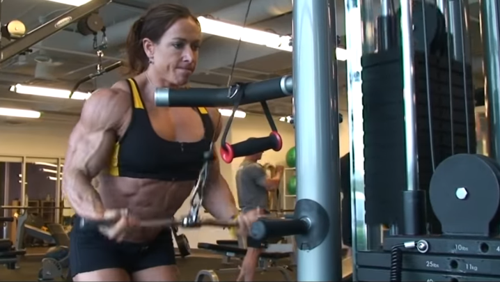 Clip Beautiful female bodybuilder, Building Muscle Mass
