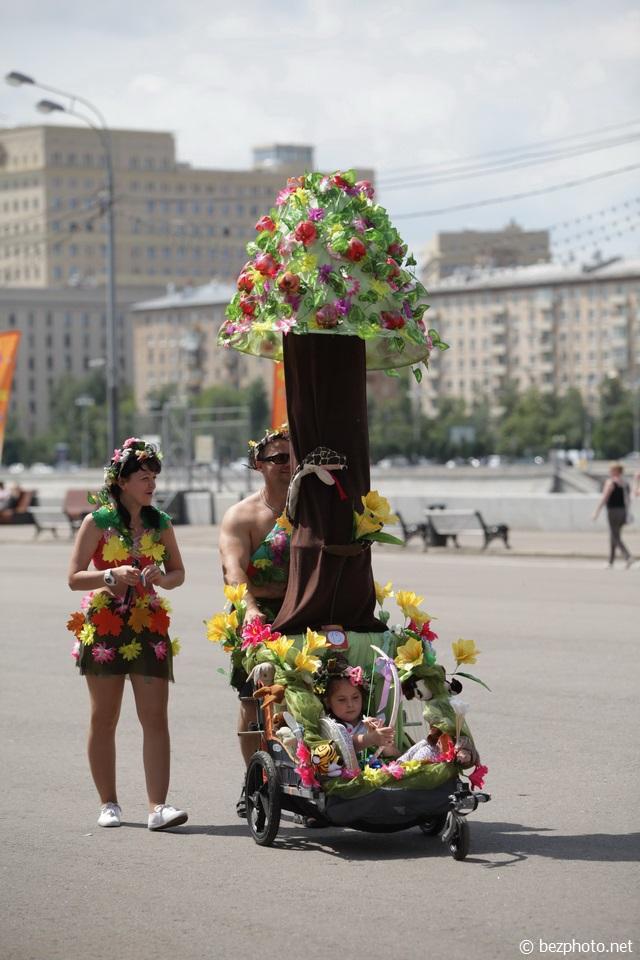 парад колясок москва