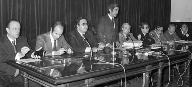 Constitucion de consenso y partidos politicos
