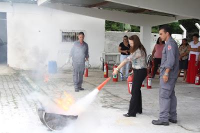 Gestores das creches municipais de Registro-SP participam de curso com Bombeiros