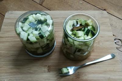 Zucchini, sauer eingelegt