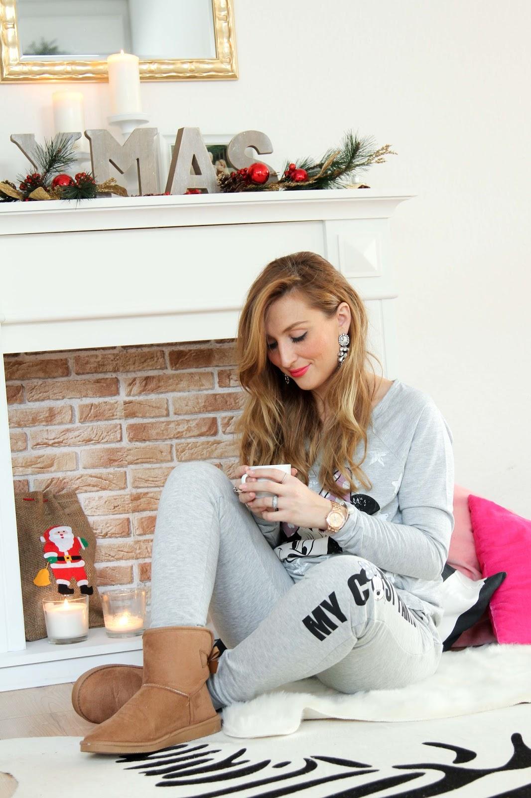 cozy-outfit-Beflockter-Weihnachtsbaum-Blogger-Fashionblogger-Deko-Weihnachtsdekoration- Wie schmücke ich zu Weihnachten-Gmütlicher Weihnachtslook