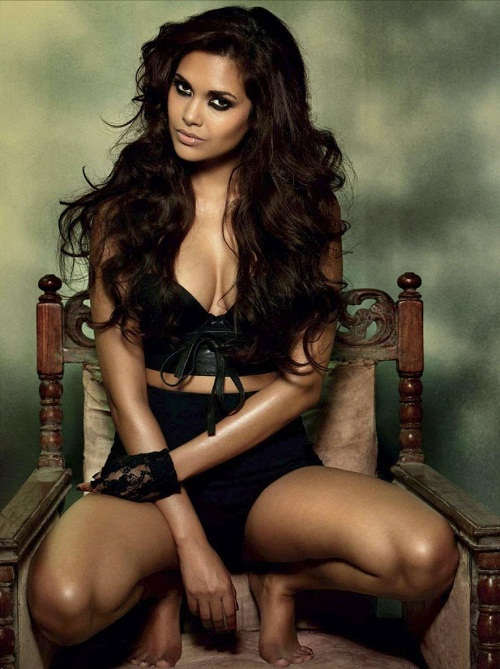 Esha Gupta Latest Hot Photos
