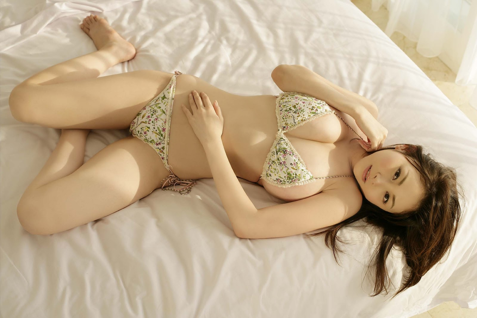 Japan's most famous cosplayer breaks the internet after doing swimsuit photoshoot