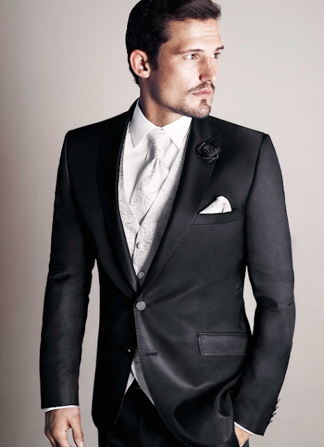 Hochzeitsanzüge Slim, tailiert modern und jung. Anzug für Bräutigam zur Hochzeit.