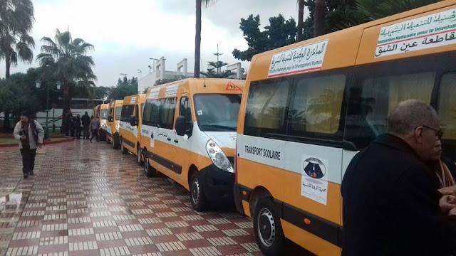 تسليم حافلات للنقل المدرسي وتوزيع أجهزة إلكترونية وعدة ديداكتيكية لمؤسسات تعليمية بمديرية عين الشق