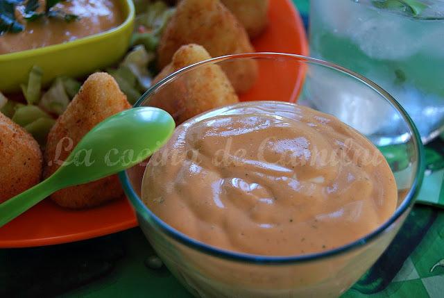 Coxinhas de pollo con salsa picante de queso (La cocina de Camilni)