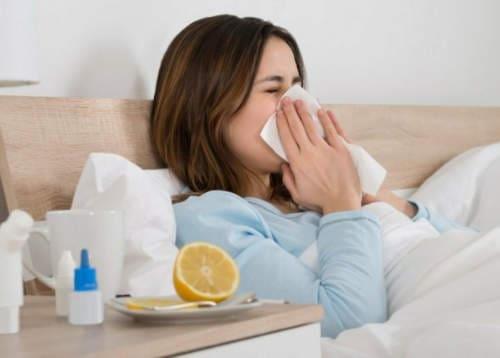 كيف تقاوم نزلات البرد والإنفلونزا في فصل الشتاء