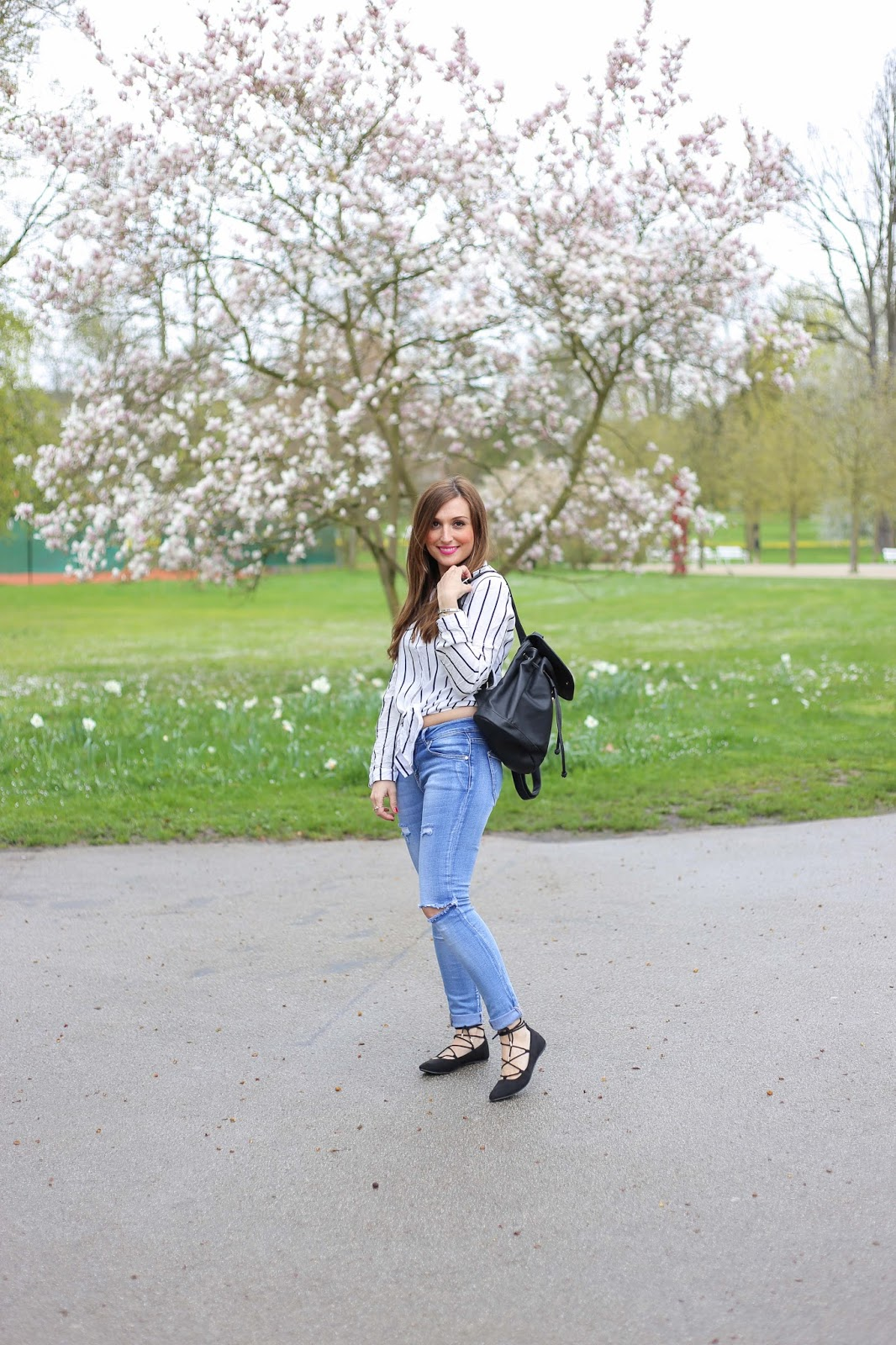 Blogger mit Streifenbluse - Blogger mit Bauchfreiem Oberteil - Spitze Flats - Blogger Outfitinspiration - Düsseldorf Blogger
